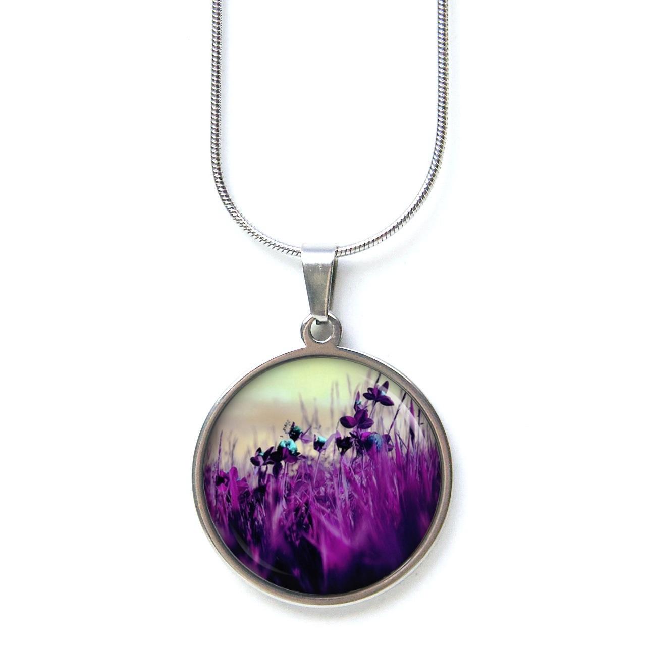 Edelstahl Kette wunderschöne violette Wiese mit Blumen