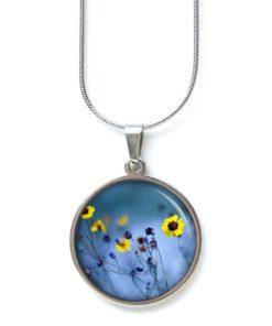 Edelstahl Kette Wiese in Abendstimmung blau mit gelben Blumen