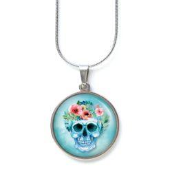 Edelstahl Kette lachender Totenkopf mit Blumen Frühling hellblau