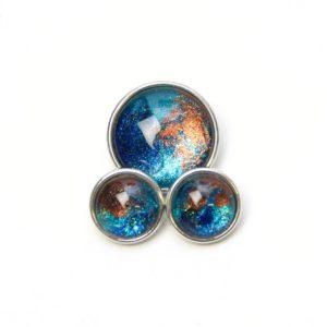 Druckknopf handbemalt die Welt in den Farben blau und braun