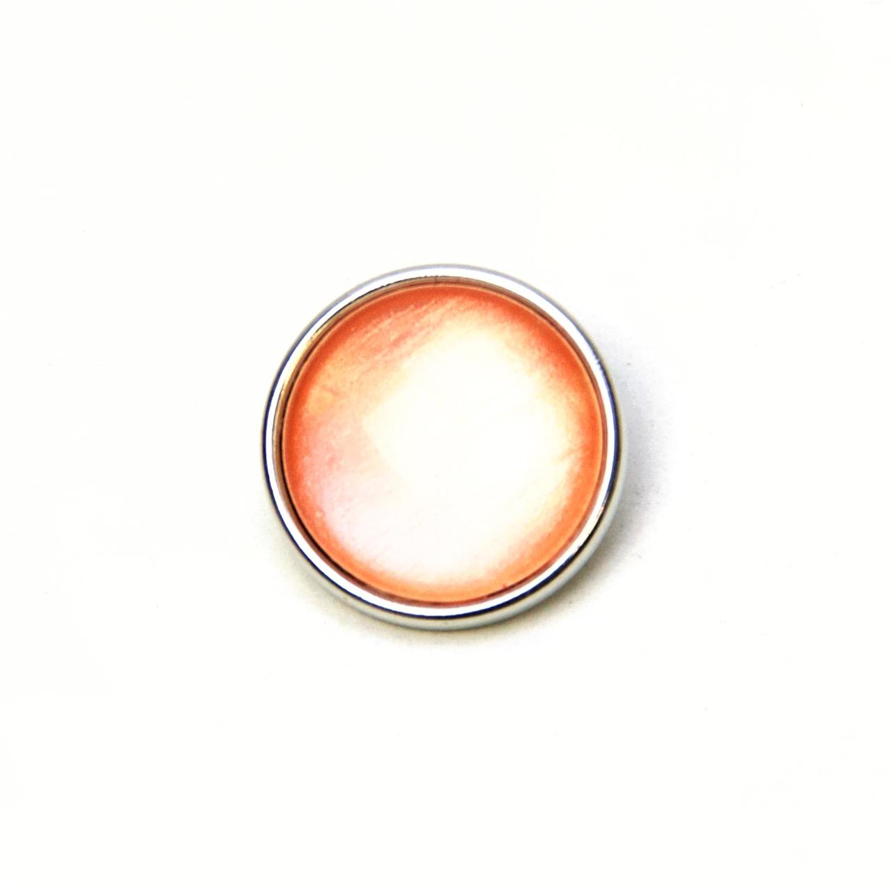 Druckknopf handbemalt in hellem apricot schimmernd
