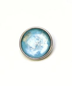 Druckknopf handbemalt hellblau schimmernd mit silber Glitzer