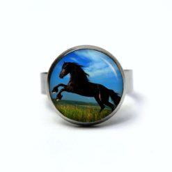 Edelstahl Ring springendes schwarzes Pferd - verschiedene Größen