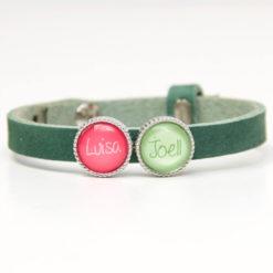 Grünes Lederarmband mit 2 Wunsch Text Perlen - Farbwahl