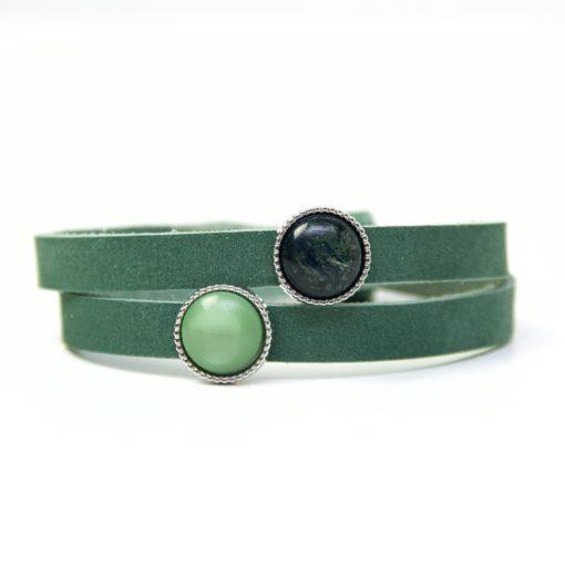 Wickelarmband aus Leder in dunkelgrün mit 2 grünen Polaris Schieberperlen