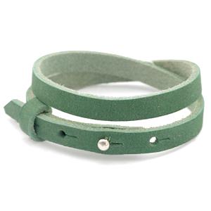 Wickelarmband aus Leder in dunkelgrün mit Stern und grüner Polaris Schieberperle