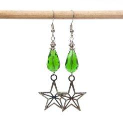 Weihnachtliche Ohrhänger mit Glaskristalltropfen in grün und Stern - Edelstahl