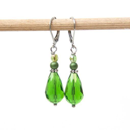 Edelstahl tropfen Ohrringe mit grüner Glasschliffperle
