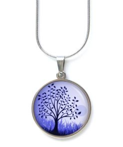 Edelstahl Kette großer Baum auf der Wiese in Blauviolett