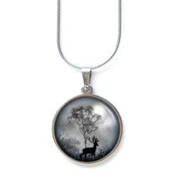 Edelstahl Kette Hirsch im Wald in schwarz weiß grau
