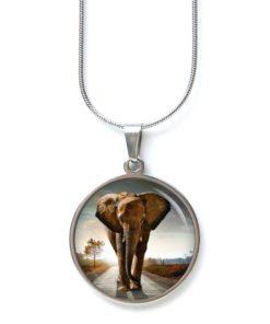 Edelstahl Kette großer Elefant auf einer Strasse Tierliebe