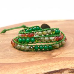 Grünes Leder Wickelarmband mit Edelstein Perlen