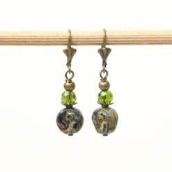Vintage Ohrringe Bronze mit grün blauen Glasperlen