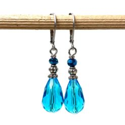 Edelstahl tropfen Ohrringe mit blauer Glasschliffperle im Vintage Stil