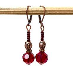 Vintage Ohrringe Kupfer mit böhmischen Glasschliffperlen in rot