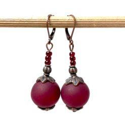 Vintage Ohrringe Kupfer mit großer dunkel roter Polaris Perle