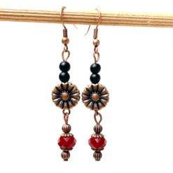 Vintage Ohrringe Kupfer mit Blume und rot schwarzen Perlen