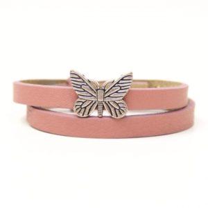 Wickelarmband aus Leder in rosa mit einem Schmetterling