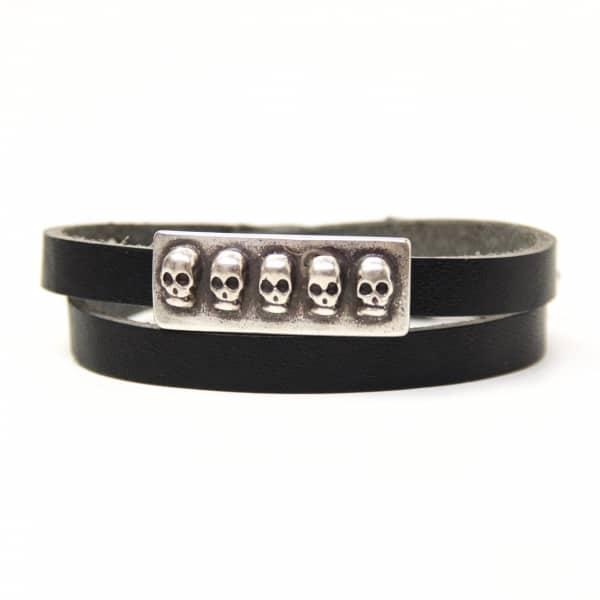 Wickelarmband aus Leder in schwarz mit 3D Totenkopf Schiebeperle