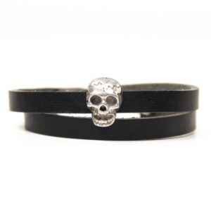 Wickelarmband aus Leder in schwarz mit gruseliger 3D Totenkopf Schiebeperle