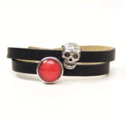 Wickelarmband aus Leder in schwarz mit gruseliger 3D Totenkopf Schiebeperle und rotem Druckknopf