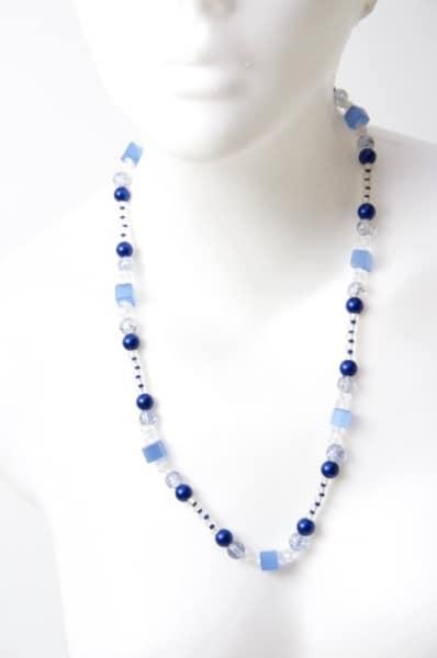 Lange Kette in Blau und Weiß mit CatEye Perlen