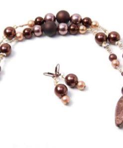 Kurze Kette in mit braunen Perlen