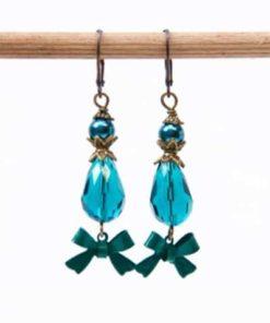 Ohrhänger mit Glasschliffperle in emerald / grün