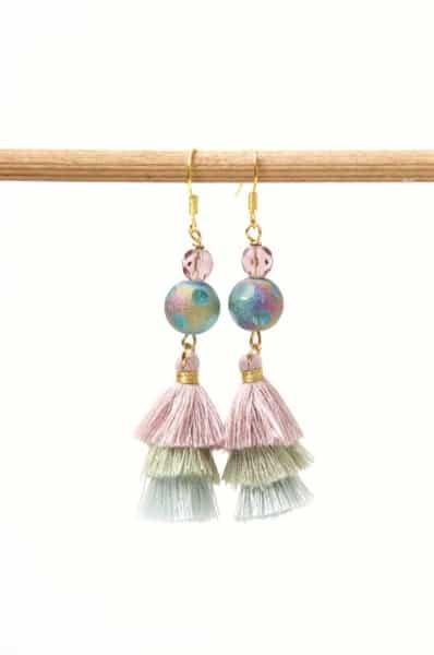 Lange Quasten Ohrringe in lilac, hellgrün und hellblau