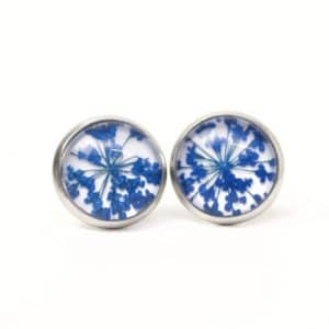 Echte Blüten Cabochon Ohrstecker / Ohrhänger / Ohrclips in blau
