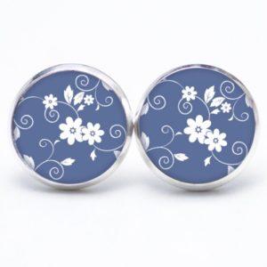 Druckknopf / Ohrstecker / Ohrhänger weiß Blumen auf blauem Hintergund
