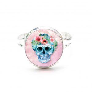 Zarter Ring Totenkopf mit Blumen Frühling Rosa
