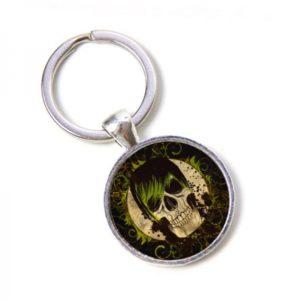 Schlüsselanhänger Totenkopf mit grünen Haaren