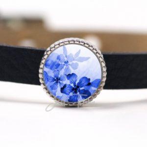 Schiebeperle mit blauem Blumenmotiv