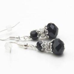 Ohrringe mit Glaskristall in Schwarz