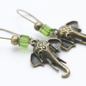 Zarte Elefanten Ohrringe mit grünen Perlen