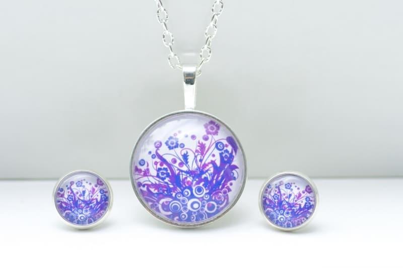Schmuckset mit wildem Feuermotiv in Violett und Blau