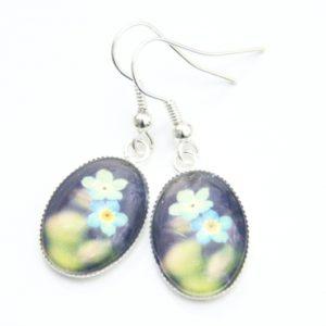 Ovale Ohrhänger mit türkiesen Frühlingsblumen